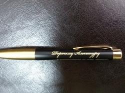 Памятный текст на ручке для подарка