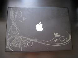 Гравировка на крышке ноутбука