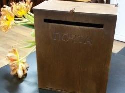 Гравировка на деревянном почтовом ящике