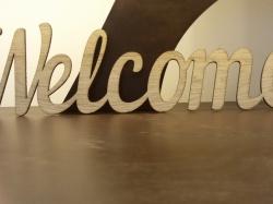 Вырезанная надпись Welcome